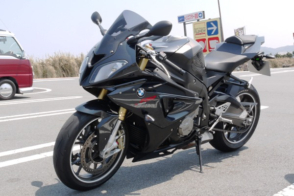 黒いバイクの男さん