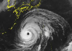 台風接近のひまわり画像